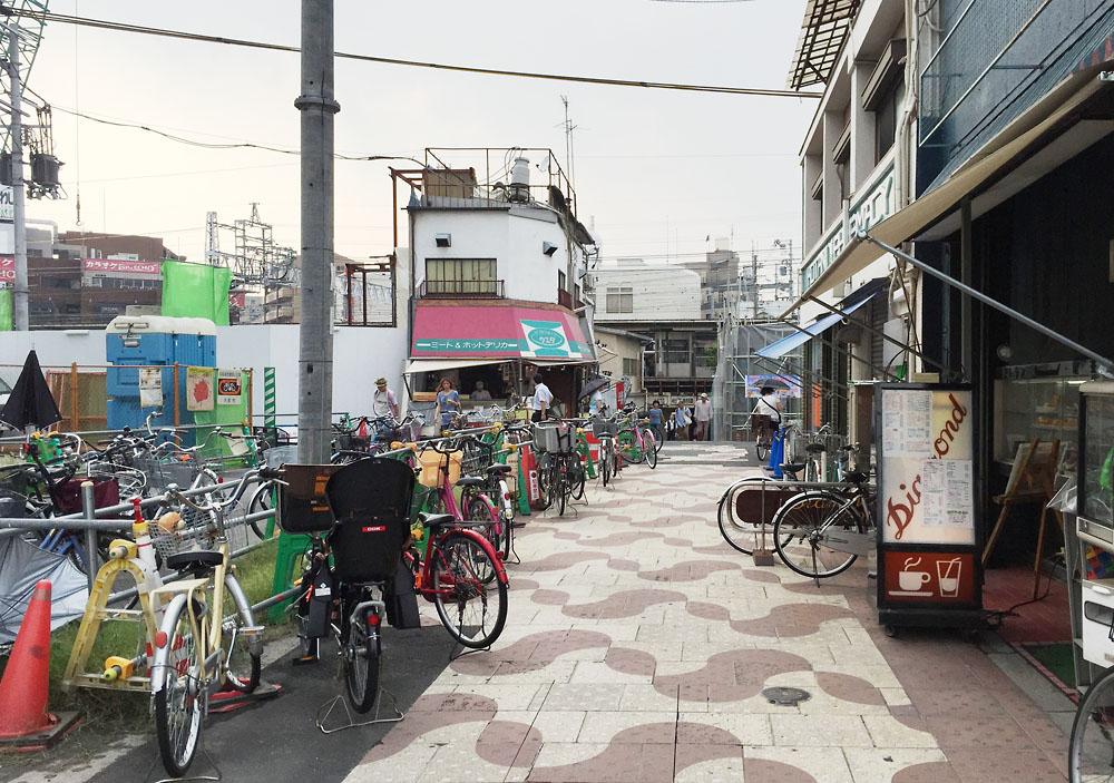 淡路駅前広場