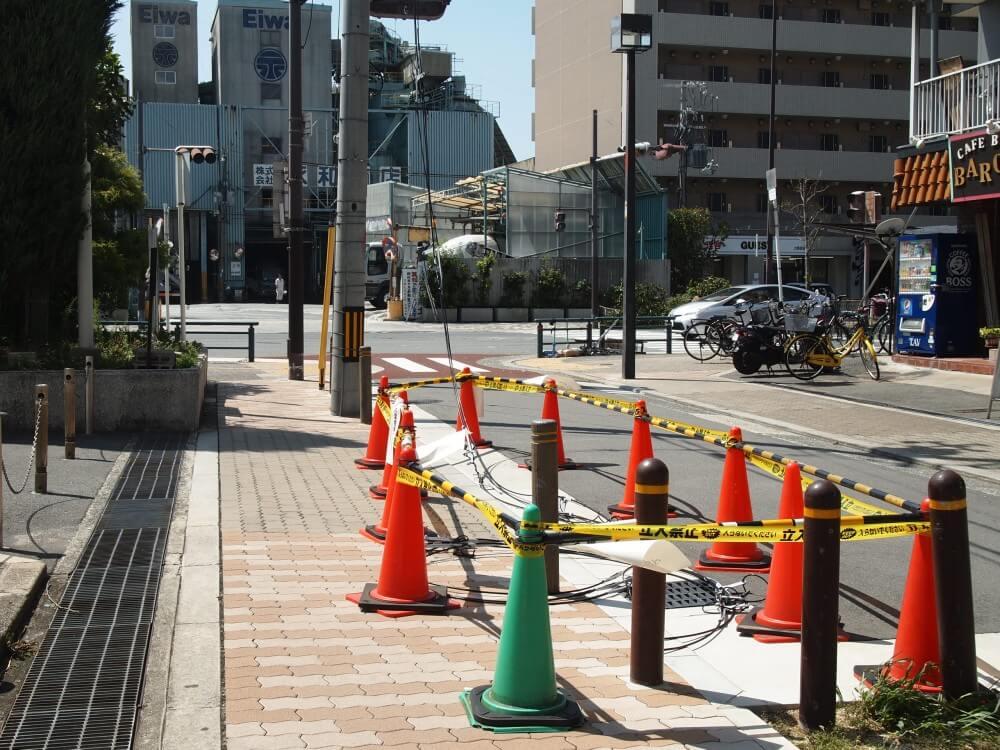 東淀川区役所前の電線