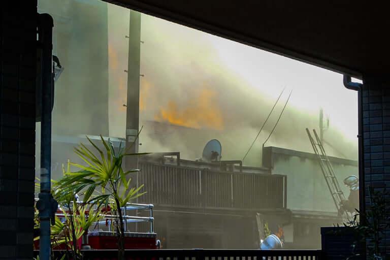 【東淀川区】本日30日午後、西淡路で火災発生。平屋住宅などが激しく燃えています。