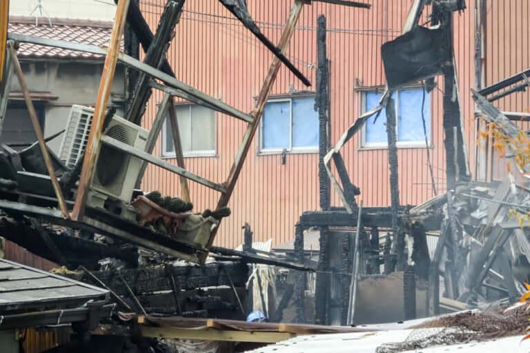 【東淀川区】本日12日未明、上新庄3丁目の住宅密集地で複数の住宅が燃える火災が発生。火災の影響で隣接するゴルフランドヨコタは一時休業。※追記あり